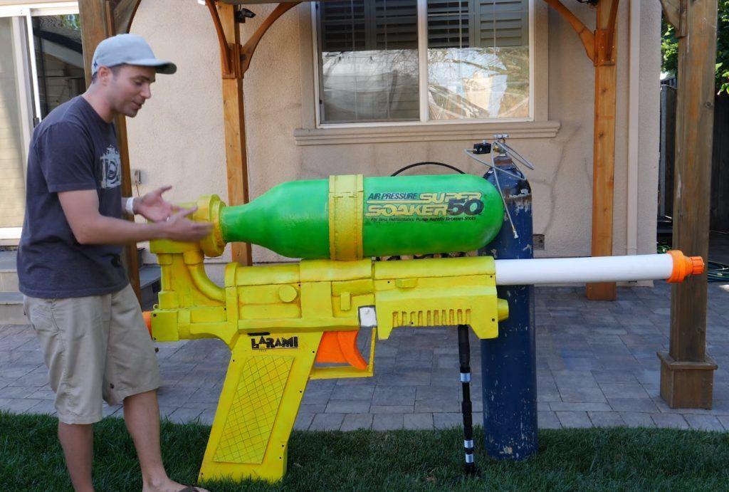 Бывший инженер NASA создал гигантский водяной пистолет-убийцу