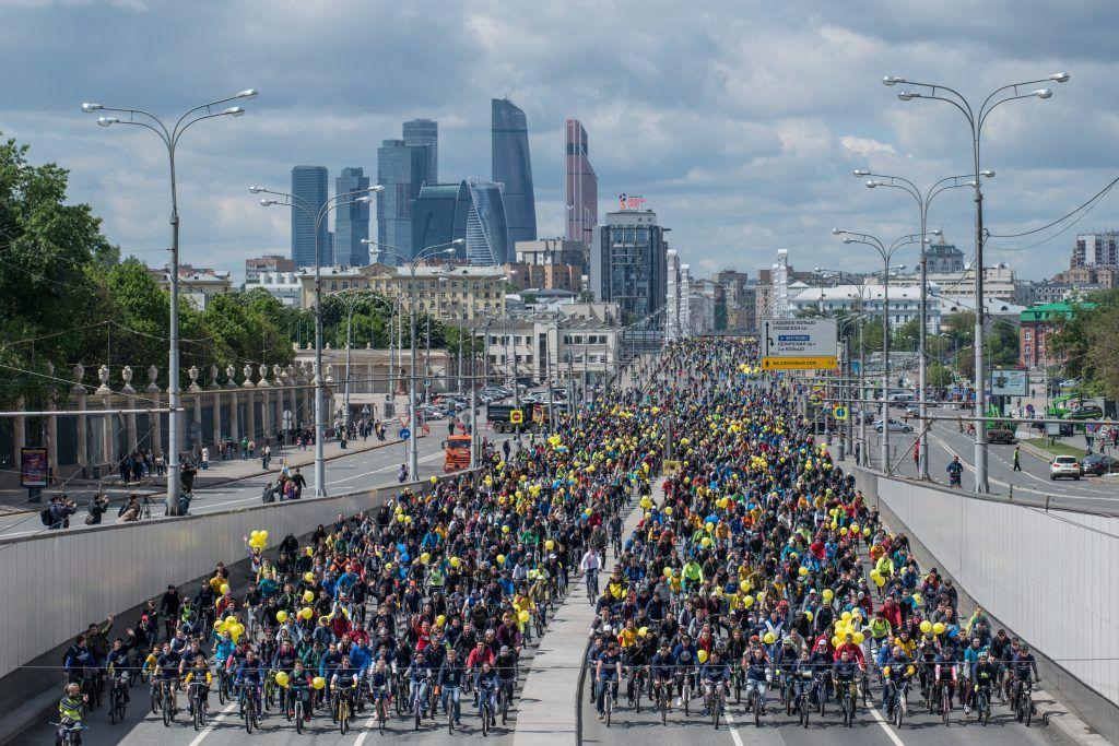 Около 10 тысяч москвичей приняли участие в заезде велосипедистов