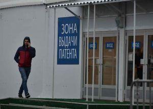 Ленту представят на пяти языках, наиболее популярных в среде приезжих. Фото: Владимир Новиков