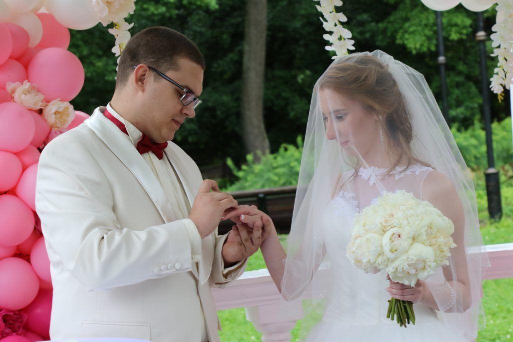 На День города в Москве сыграют 1500 свадеб
