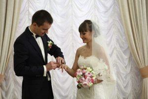 Церемонии бракосочетания пройдут в парках и усадьбах Москвы в День города. Фото: архив, «Вечерняя Москва»