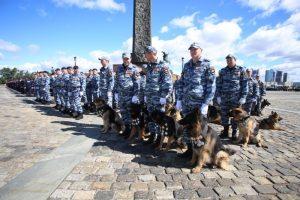 Около 4000 тысяч правоохранителей будут следить за порядком на фестивале фейерверков. Фото: архив, «Вечерняя Москва»