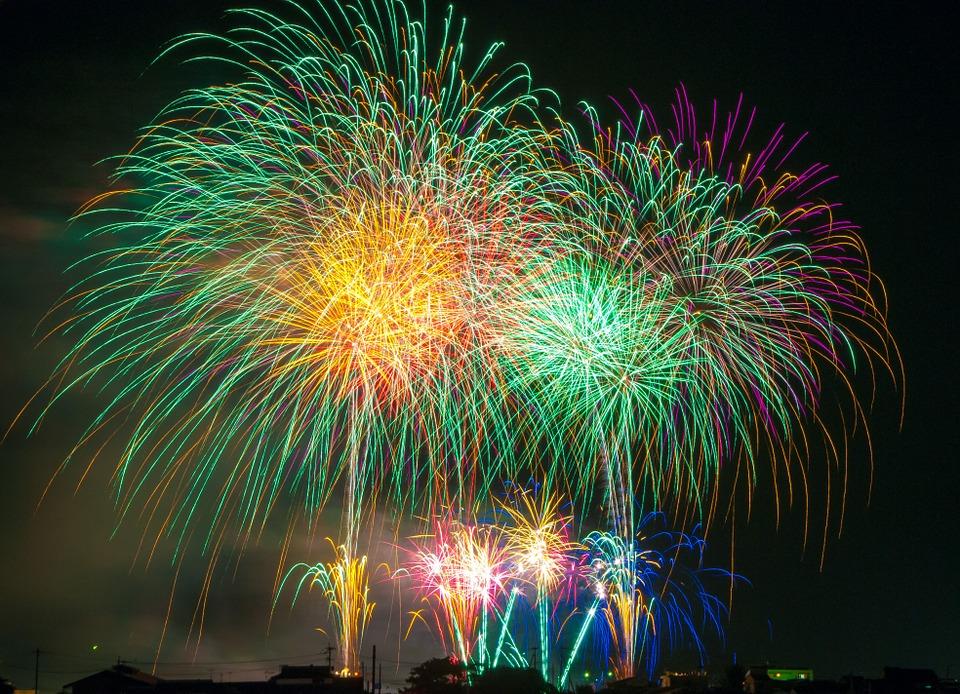 Праздничные фейерверки в День города запустят в Братеевском парке и «Царицыне»