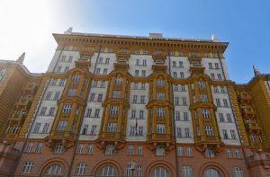 Парковка возле посольства США в Москве стала общедоступной