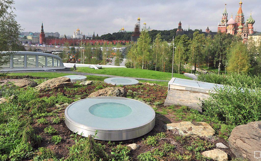 Путин и Собянин открыли парк «Зарядье»