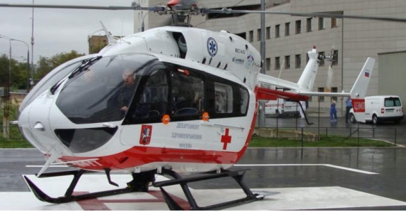 Сбитого наюге столицы ребенка эвакуирует вертолет