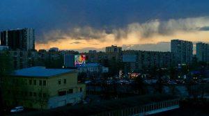 """Предупреждение о сильном ветре и грозе опубликовало накануне МЧС. Фото: """"Вечерняя Москва"""""""
