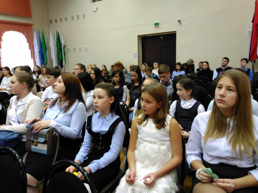 Победителей межрайонного фестиваля поэзии объявили в школе №880
