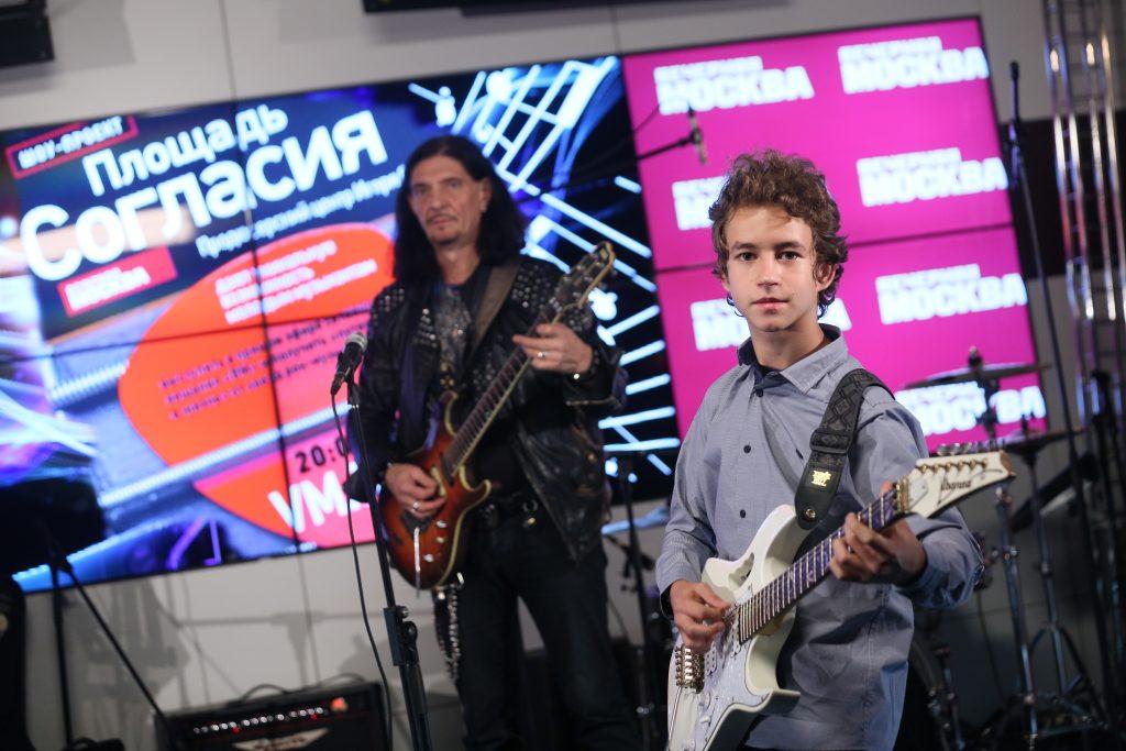 28 сентября 2017 года. Гитарист Дмитрий Четвергов (слева) и Кирилл Свешников. Фото: Антон Гердо