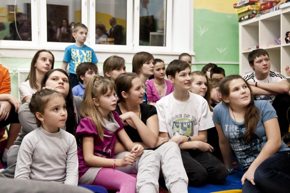 Здравствуйте, я ваш новый доктор: участники фестиваля «ГАВРОШ» выступили для детей Центра имени Сухаревой