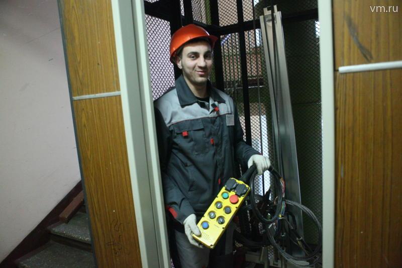 В Москве за два года заменят более шести тысяч лифтов