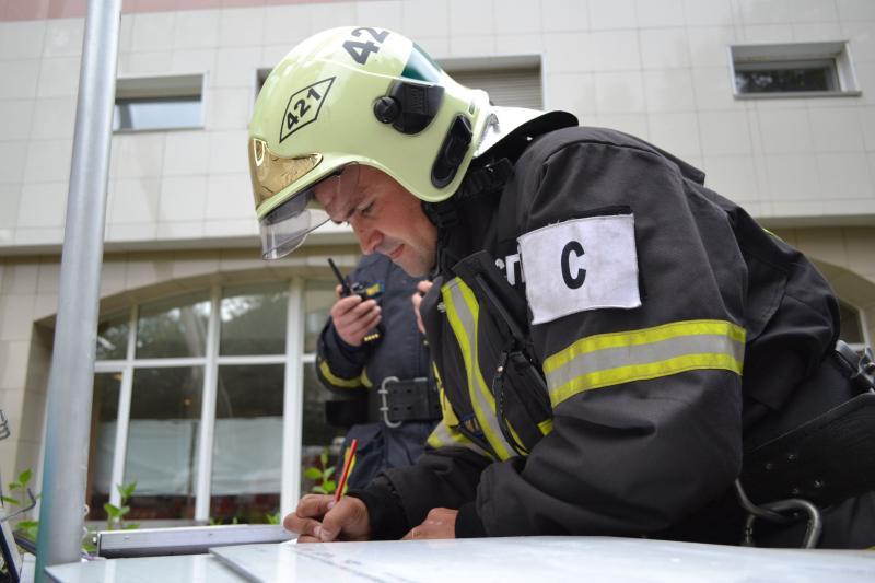 Наюге столицы пожарные спасли малыша изгорящей квартиры