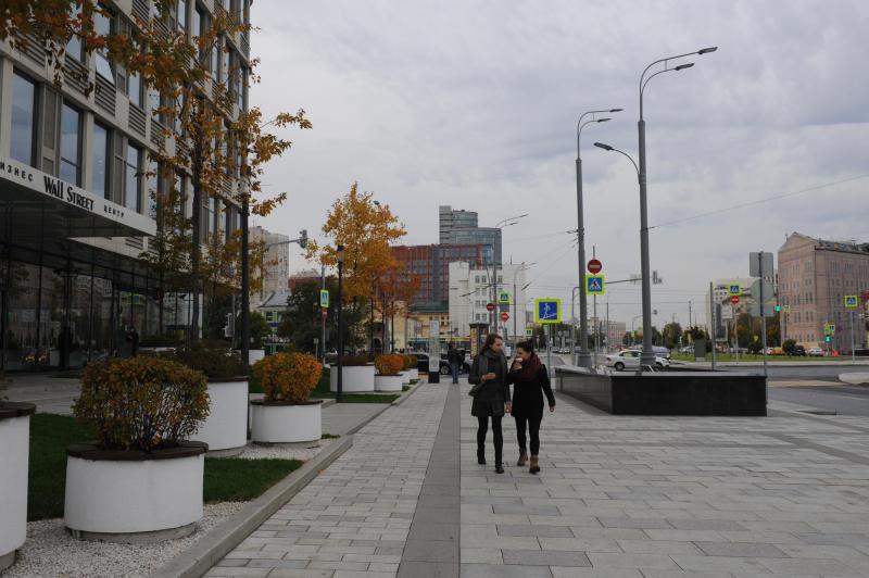 Оборот магазинов икафе наблагоустроенных дорогах столицы вырос на30%