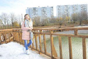 2 ноября 2017 года. Галина Ткачева любит гулять вдоль воды, черпая вдохновение. Фото: Пелагия Замятина