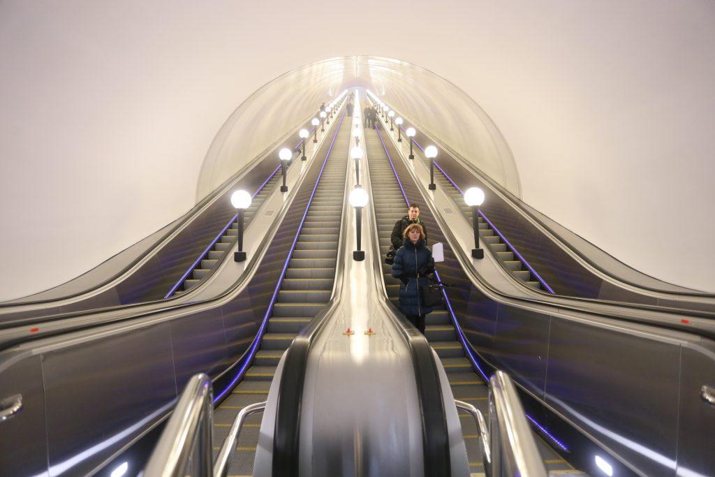 Московское метро закрыло эскалаторы трех станций на ремонт