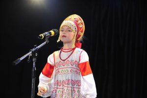 3 ноября 2017 года. Юная участница «Евровидения» Виолетта Бутырова исполняет народные частушки. Фото: Пелагия Замятина