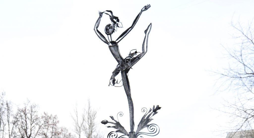 Памятник по эскизам Нади Рушевой