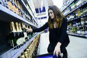 Спрос на спиртное традиционно растет к концу декабря. Фото: Наталья Феоктистова