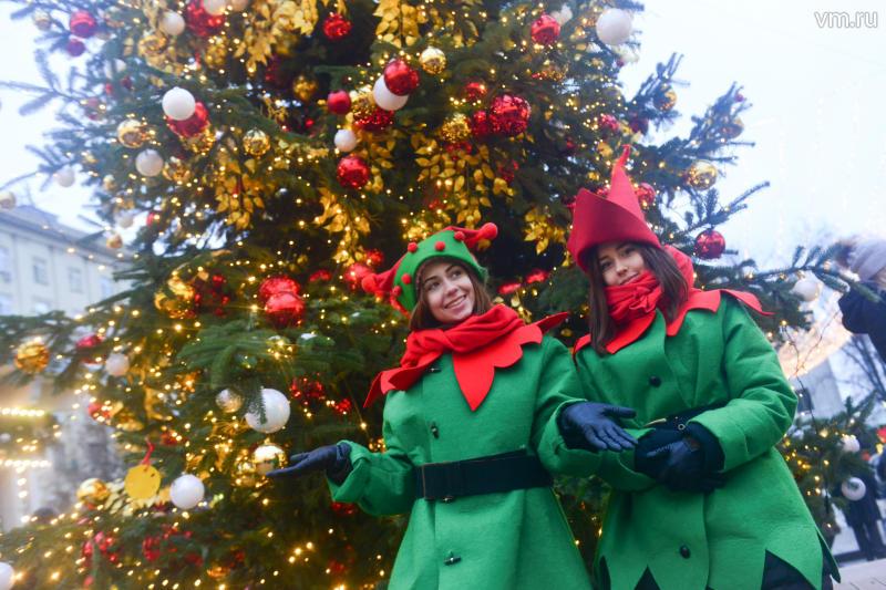 Новогодние елки на 9-ти железнодорожных вокзалах столицы планируется начать устанавливать 7декабря