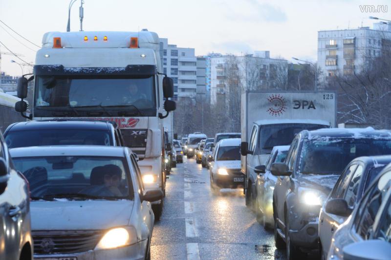 Водителей в Москве призвали заранее планировать пятничную поездку