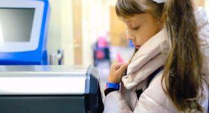 Браслеты можно как получить в школе, так и приобрести самостоятельно. Фото: mos.ru