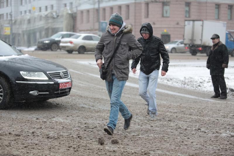Автомобилистов столицы просят быть внимательными на трассах из-за гололедицы 1декабря