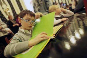 Тактильная выставка для людей с ослабленным здоровьем глаз откроется в Дарвиновском музее. Фото: архив, «Вечерняя Москва»