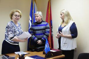Духанина (слева) с юрис том Владиславом Оршевым и помощницей Татьяной Ревуновой . Фото: Пелагия Замятина