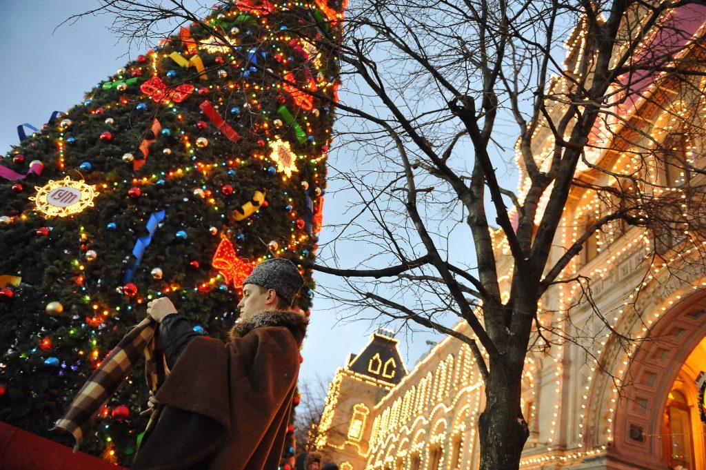 Столичные здания к Новому году украсит праздничная подсветка