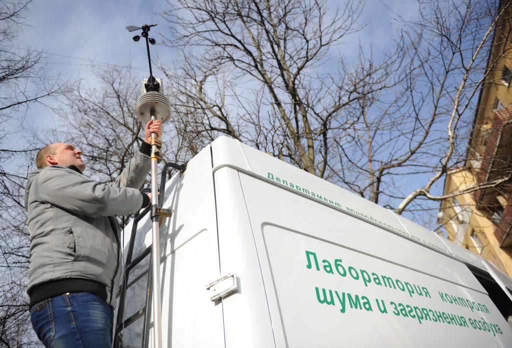 В Москве продолжают искать источник неприятного запаха