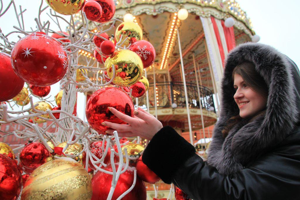 Психолог: женщины хотят на Новый год шубу или путевку на отдых