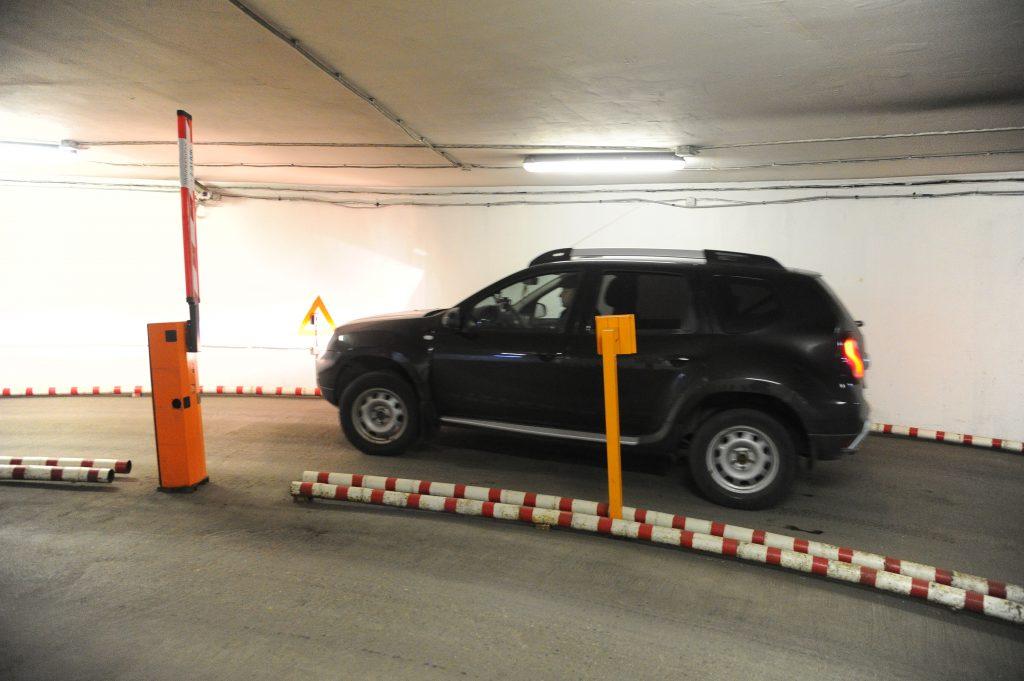 Подземная парковка «Зарядья» введет оплату «Тройкой»