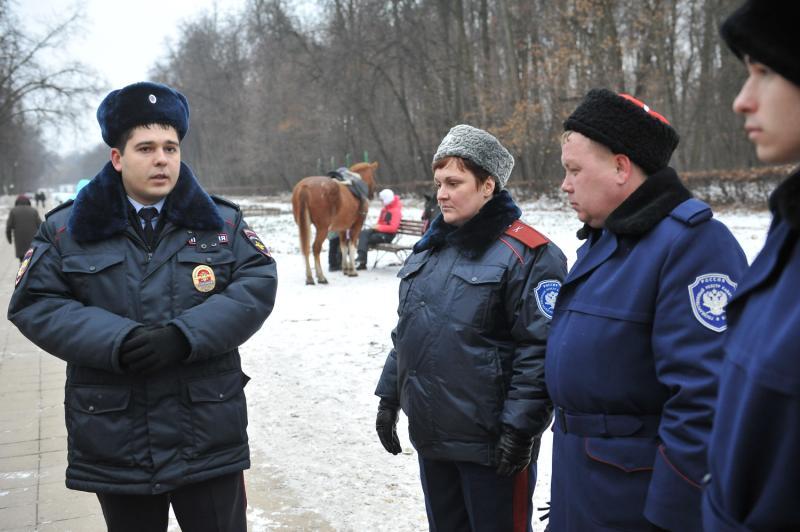 Сотрудники полиции обеспечат безопасность москвичей в новогодние праздники
