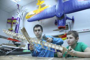 Участие в соревнованиях по авиамоделированию приняли 25 спортсменов. Фото: Павел Волков, «Вечерняя Москва»