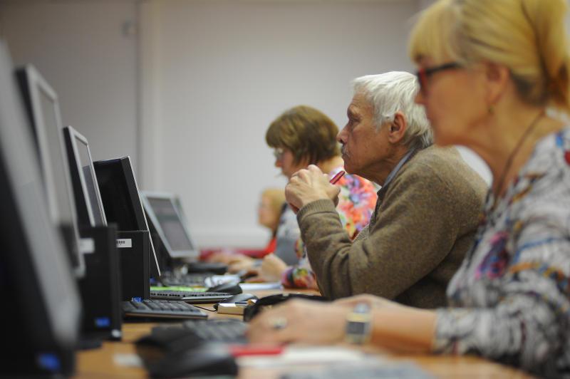 Молодежная палата Нагорного района организовала урок компьютерной грамотности