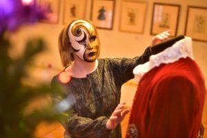 Праздничную маску всех желающих научат делать в галерее «Пересветов переулок». Фото: Антон Гердо, «Вечерняя Москва»