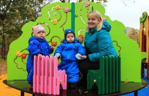 В районе Царицыно на средства от платных парковок благоустроили детские площадки по двум адресам. Фото: Наталия Нечаева, «Вечерняя Москва»