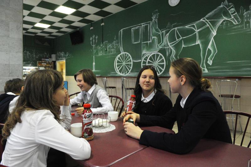 Столовые трех школ на юге Москвы оформили тематически