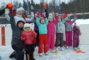 В программе мероприятия москвичей ждали спортивные игры, мастер-класс по хоккею, авиашоу и многое другое. Фото предоставлено Денисом Дудкиным