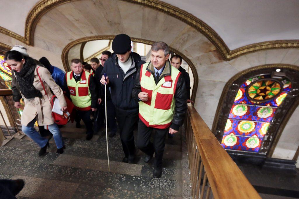 Маломобильным пассажирам метро помогут в передвижении на Рождество