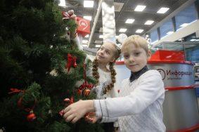 Пассажиры метро и МЦК получили 127 тысяч новогодних подарков