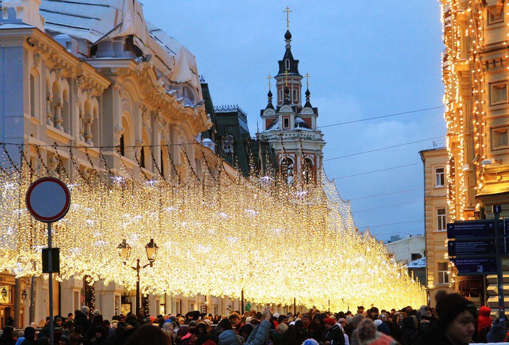 Часть новогодних украшений останется на улицах Москвы до весны