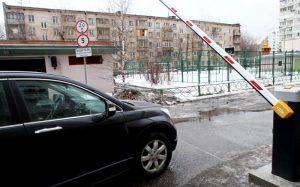 Новые ограждающие устройства появятся в двух дворах жилых домов Донского района в 2018 году. Фото: Павел Волков, «Вечерняя Москва»