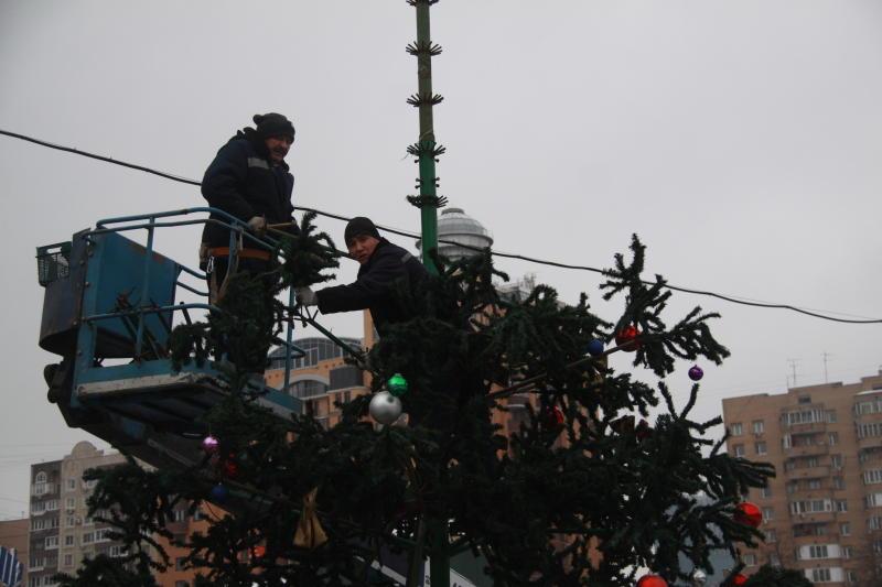 Демонтаж новогодних елок начался в Москве