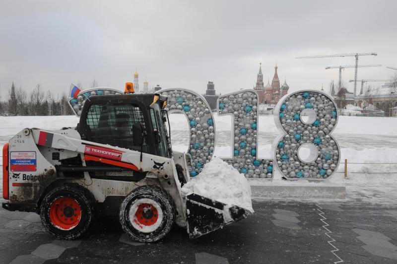 Снег на трассах столицы убирают 10 тыс. машин
