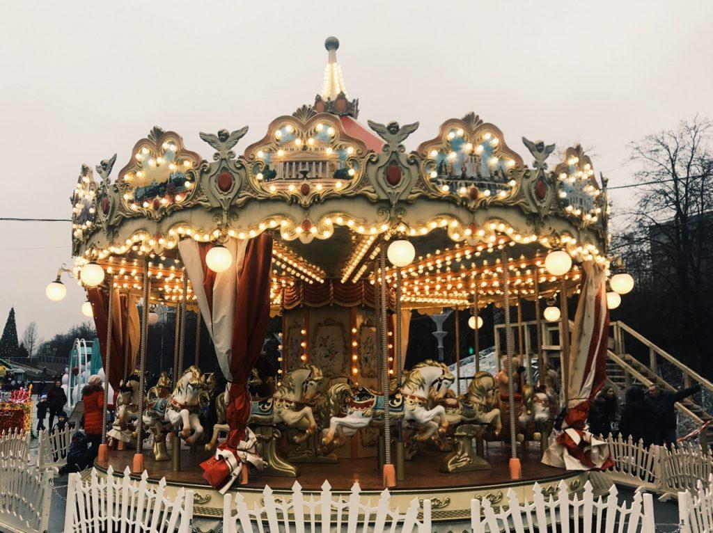 Площадку фестиваля «Путешествие в Рождество» на юге Москвы посещают свыше 2 тысяч человек в день
