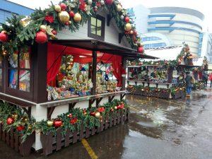 Жители Южного административного округа продолжают посещать площадку фестиваля «Путешествие в Рождество». Фото: Мария Иванова