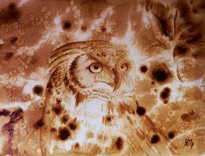 Для создания картины «Сова» Юлия использовала прием разбрызгивания кофе на влажную поверхность