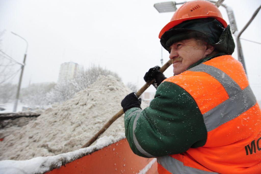 Москва не подтвердила слухи об использовании военной техники для уборки снега