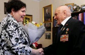 Алексея Ботяна поздравили со 101-летием и поблагодарили за верную службу Родине. Фото: Пелагия Замятина, «Вечерняя Москва»
